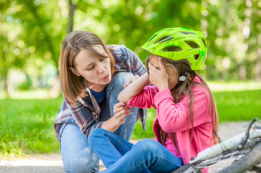 Τα τρία πράγματα που πρέπει να κάνετε για να φροντίσετε τις πληγές των παιδιών σας