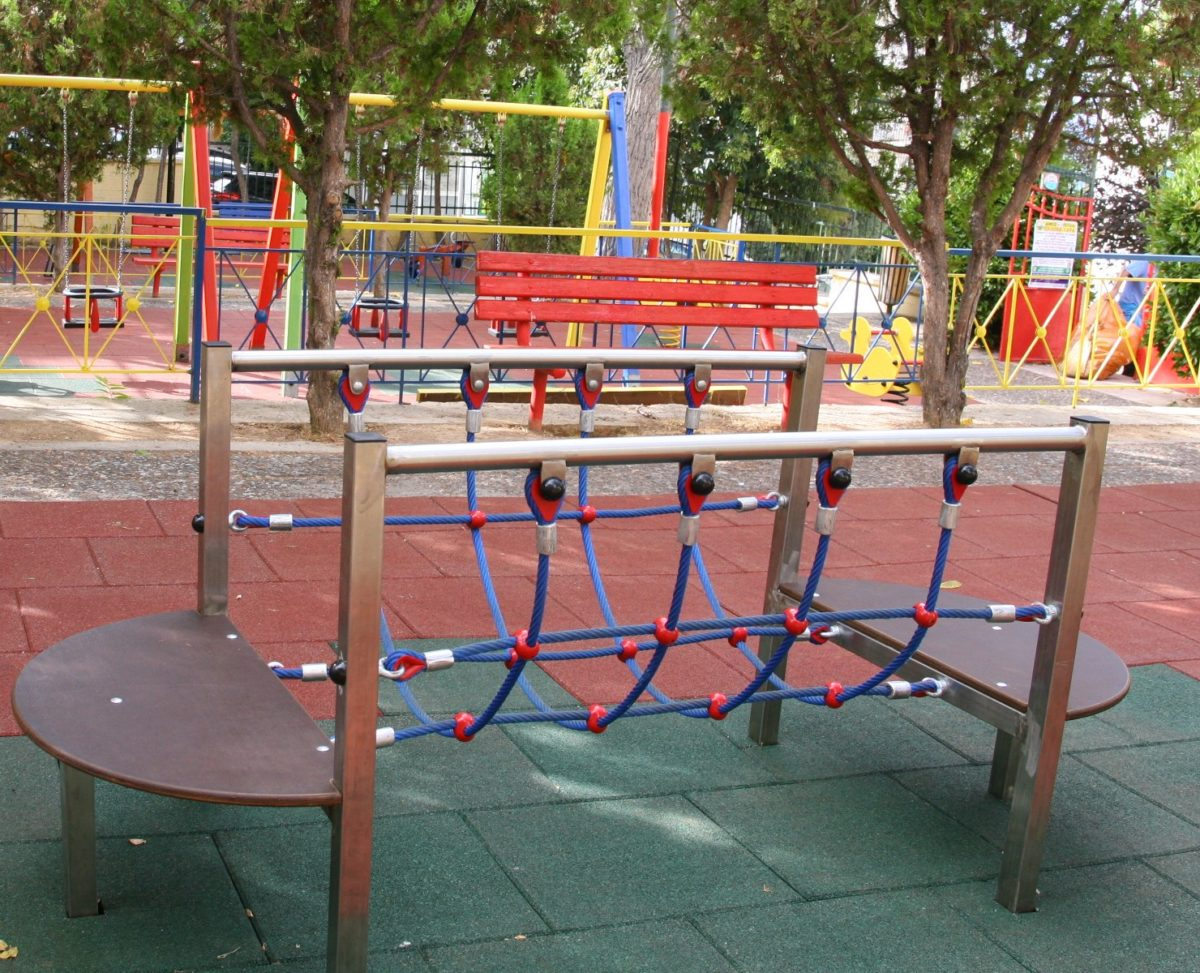 O Πειραιάς απέκτησε 2 υπερσύγχρονες παιδικές χαρές σε Καστέλλα και Καλλίπολη