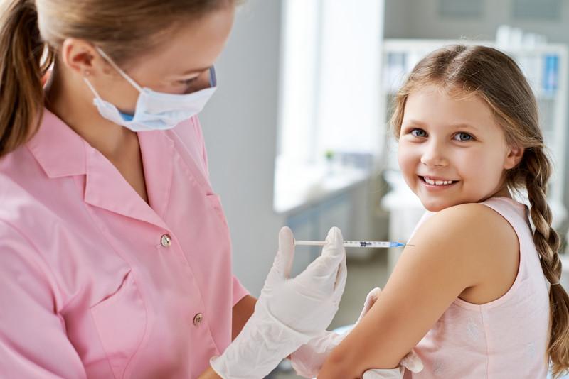 Τελικά ποια παιδιά πρέπει να εμβολιαστούν φέτος για την γρίπη; Τι απάντησε ο Γκίκας Μαγιορκίνης