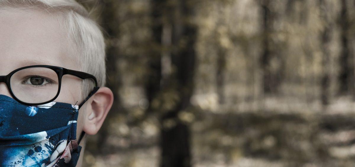 Πώς θα συνδυάζονται τα γυαλιά οράσεως με τη μάσκα του μαθητή