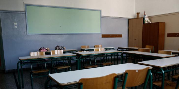 """159 σχολεία και τάξεις έχουν βάλει προσωρινά """"λουκέτο"""" μετά από κρούσματα κορωνοϊού"""