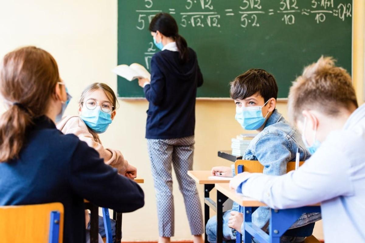 Τελεσίγραφο του Υπ. Παιδείας για τους μαθητές που δεν φοράνε μάσκα – Τι πρέπει να κάνουν οι διευθυντές των σχολείων