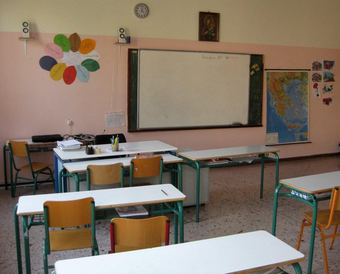 """131 σχολεία και τάξεις έχουν βάλει προσωρινά """"λουκέτο"""" μετά από κρούσματα κορωνοϊού"""