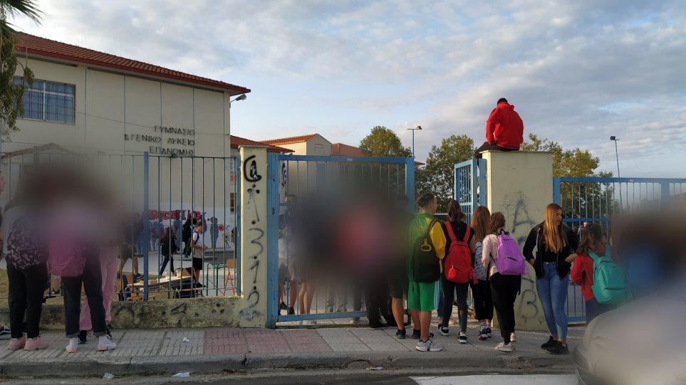 """Ζαχαράκη: """"Η κατάληψη δεν είναι απάντηση. Το φαινόμενο θα ατονήσει"""" – Θα ικανοποιηθεί το αίτημα για τάξεις 15 μαθητών;"""
