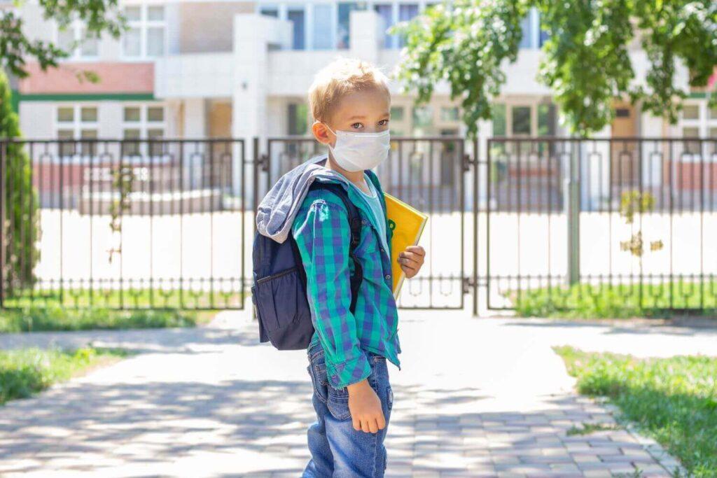 Γ.Γ. Δημ. Υγείας: Οι μάσκες που θα διανεμηθούν στη συνέχεια στα σχολεία θα έχουν το σωστό μέγεθος – Γιατί δημιουργήθηκε πρόβλημα
