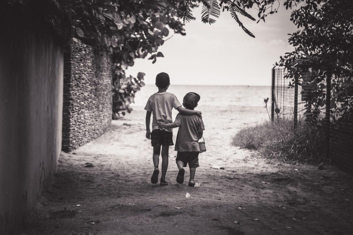Δεν μπορείς να είσαι καλός φίλος αν δεν είσαι γενναιόδωρος… Γράφει ο συγγραφέας και ηθοποιός Κώστας Κρομμύδας