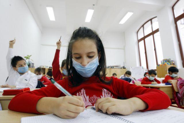 ΚΕΔΕ: Αγώνας δρόμου να φτάσει τουλάχιστον μία μάσκα για κάθε μαθητή και εκπαιδευτικό στα σχολεία
