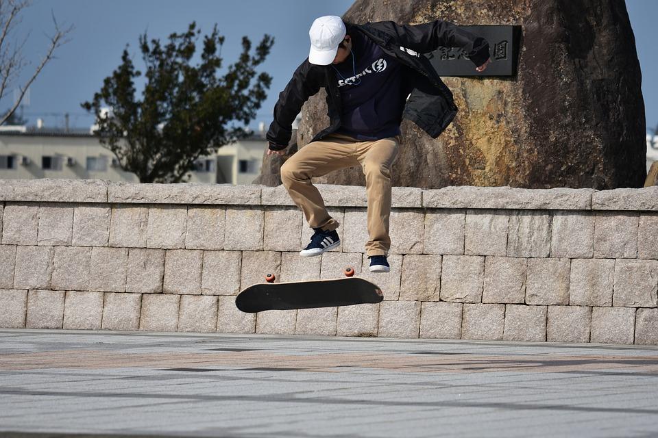 Αλλαγές στον ΚΟΚ: Θεσπίζονται κανόνες κυκλοφορίας για ηλεκτρικά πατίνια και skate boards