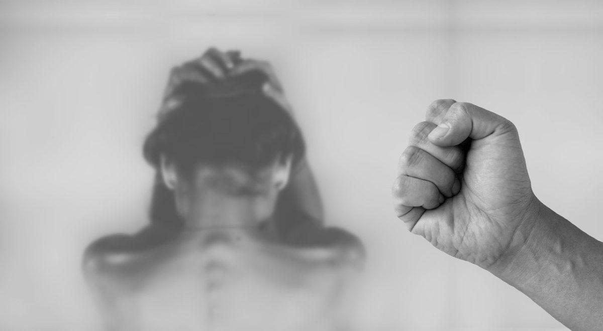Φρίκη στην Κέρκυρα: Άνδρας ξυλοκόπησε τη γυναίκα του μπροστά σε γονείς και παιδιά, μετά τον αγιασμό