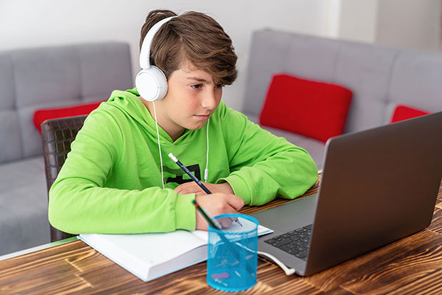 Υπ. Παιδείας: Έτσι θα γίνεται η εξ αποστάσεως εκπαίδευση – Τα 2 πράγματα που πρέπει να ξέρουν οι μαθητές