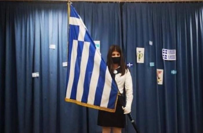 Η Χριστίνα έγινε σήμερα σημαιοφόρος σε μια πολύ διαφορετική γιορτή: Η ίδια και ο διευθυντής του σχολείου της μιλούν στο Infokids.gr