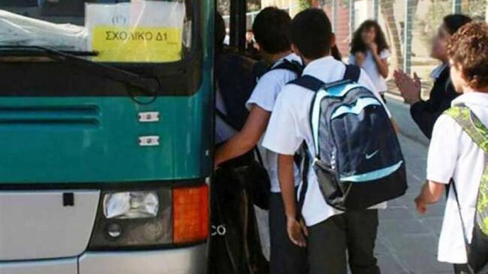 Αχαΐα: Μαθητές στοιβάζονται στα λεωφορεία για να πάνε σχολείο – Τι καταγγέλλουν γονείς