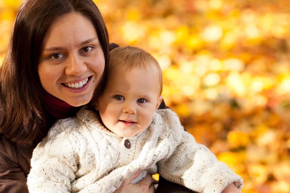 20 (παρά ένας) μύθοι για την μητρότητα που πρέπει να σταματήσουμε να πιστεύουμε