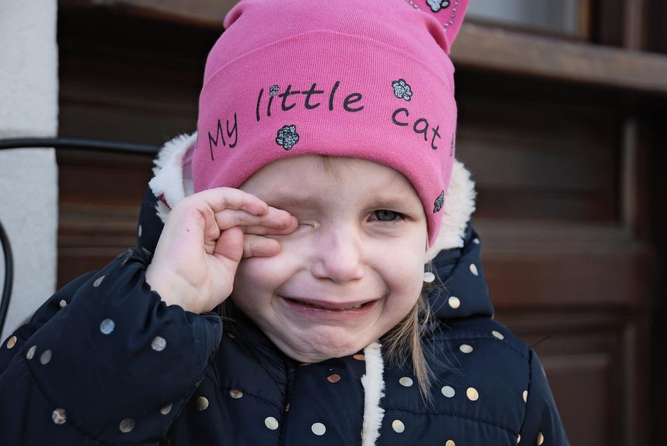 """""""Έπειτα από 8 ώρες συνεχόμενης χρήσης μάσκας στο σχολείο η 4χρονη κόρη μου… λύγισε"""""""