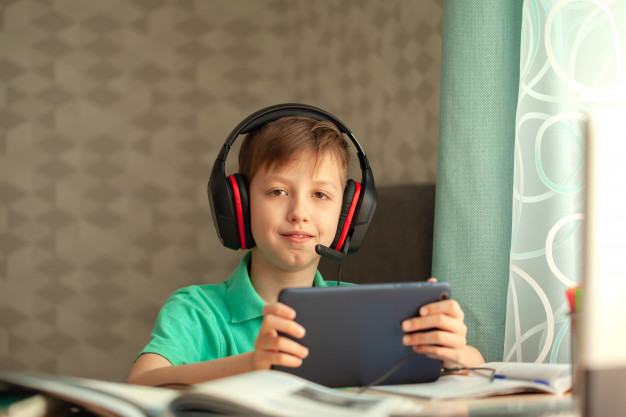 Σχ.χρ. 2020 – 21: Αυτά είναι τα σχολεία που θα διανεμηθούν τα πρώτα tablets στους μαθητές – Η λίστα