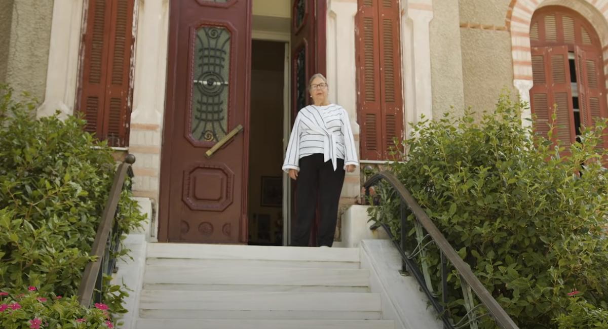 """Κάθε 28η Οκτωβρίου η εγγονή του Ιωάννη Μεταξά ανοίγει το σπίτι του ιστορικού """"ΟΧΙ"""" και ξεναγεί τους επισκέπτες"""