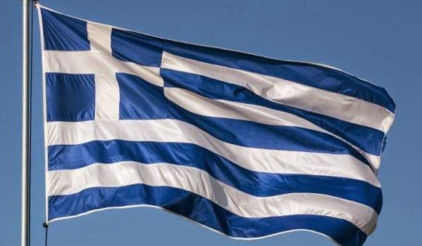 Αυτός είναι ο Δήμος που μοιράζει στους πολίτες δωρεάν σημαίες για την 28η Οκτωβρίου