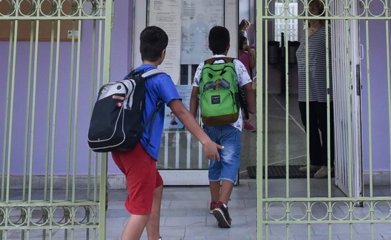 Τι θα γίνει με τους μαθητές που δεν πηγαίνουν στο σχολείο επειδή αρνούνται να φορέσουν μάσκα