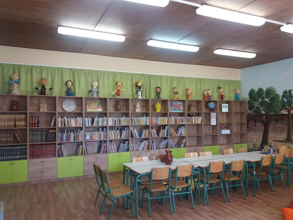 """""""Το δάσος των παραμυθιών"""": Μια από τις ωραιότερες σχολικές βιβλιοθήκες βρίσκεται στην Αττική"""