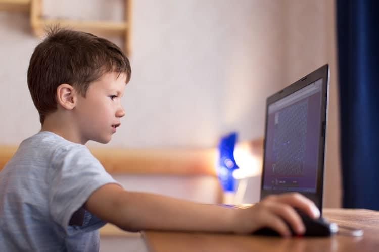Γιατί στα ιδιωτικά σχολεία οι μαθητές Δημοτικού κάνουν τηλεκπαίδευση το πρωί; Τι απαντά η Νίκη Κεραμέως