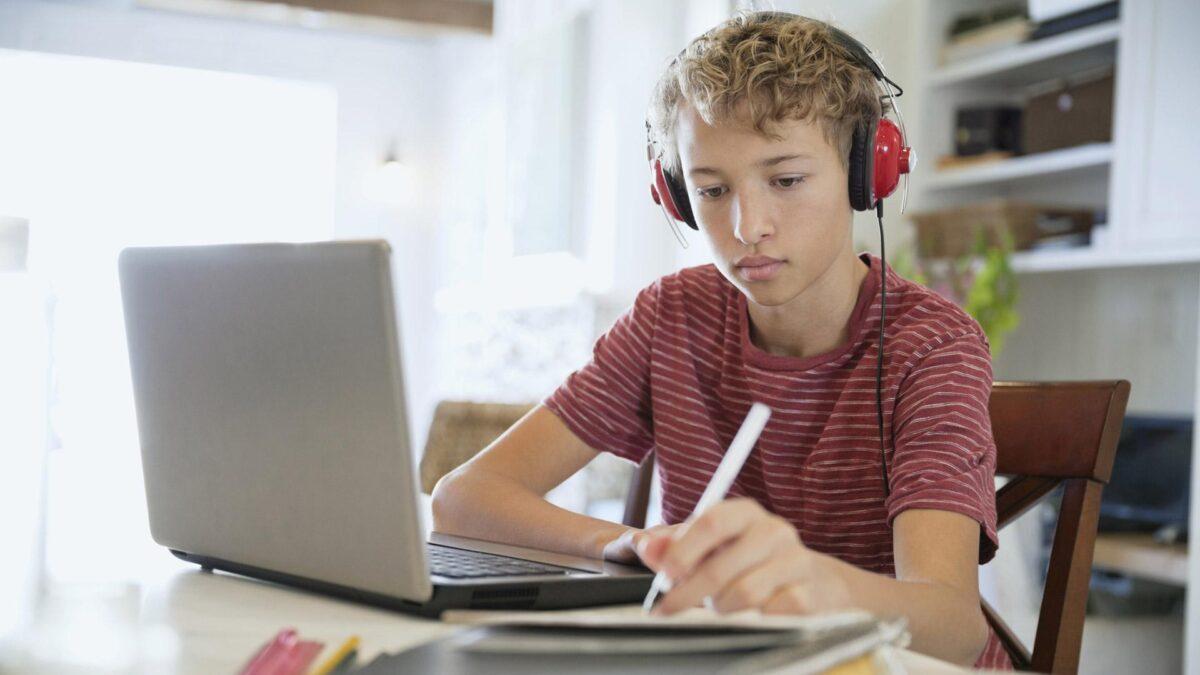 Υπ. Παιδείας: Αυτές είναι οι αλλαγές που έγιναν στο Webex για να λειτουργήσει – Πώς κυλά η δεύτερη μέρα της τηλεκπαίδευσης
