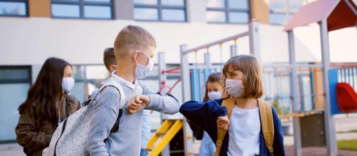 """Οι γονείς απαιτούν: """"Δεν αρκεί το κλείσιμο Γυμνασίων και Λυκείων. Μειώστε σε 15 τους μαθητές ανά τάξη στα Δημοτικα"""""""