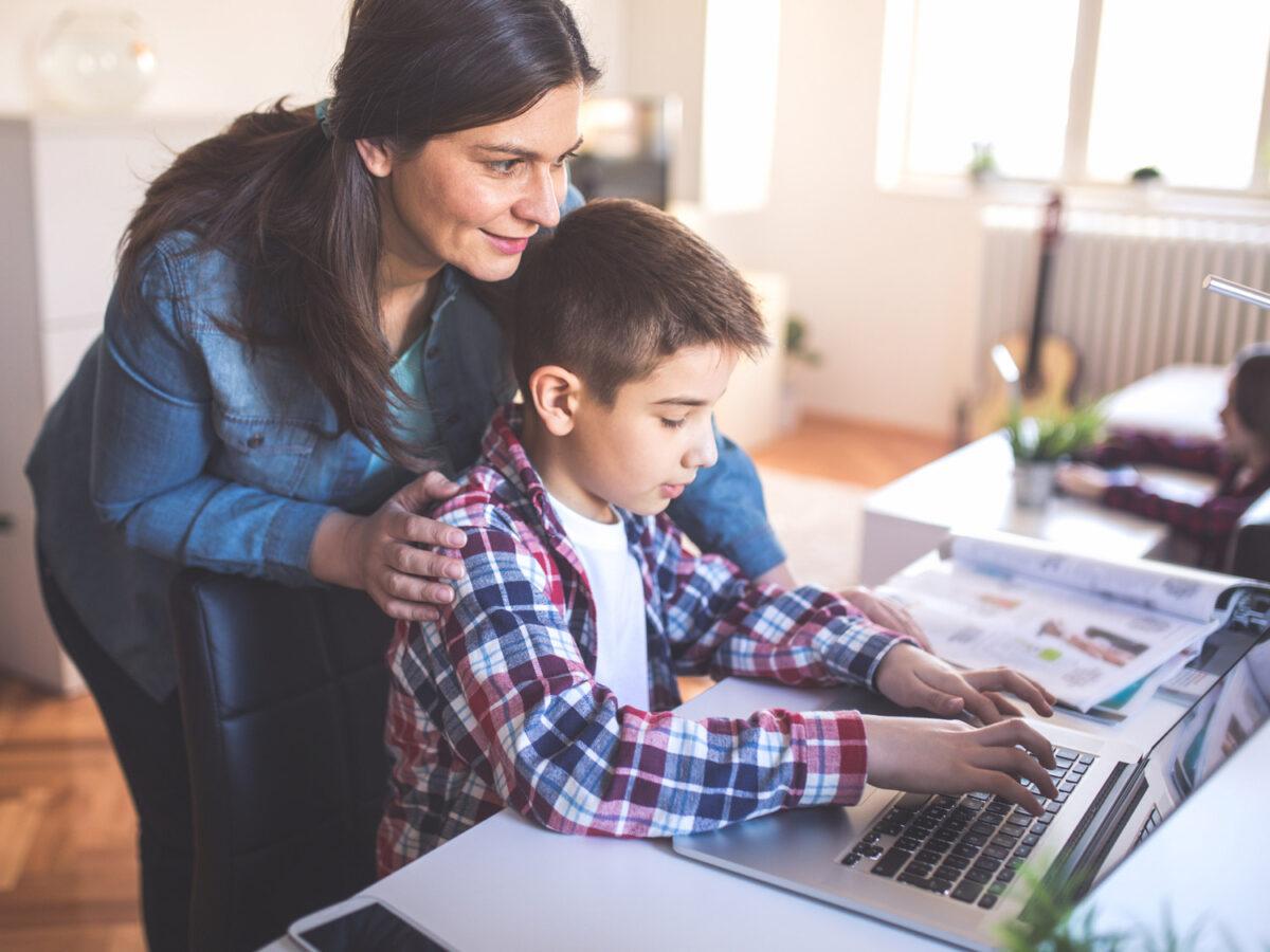 5 συμβουλές για να μην επιβαρύνεται η όραση των μαθητών που παρακολουθούν τηλεκπαίδευση