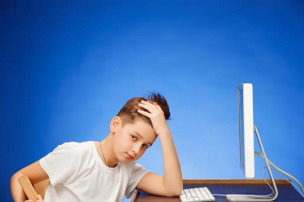 «6 ώρες την ημέρα μπροστά σε έναν υπολογιστή, διάβασμα ΚΑΙ τηλεκπαίδευση στην ΕΡΤ; Ευχαριστώ, αλλά ΟΧΙ»