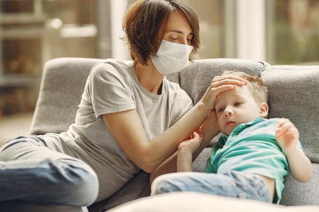 Παιδίατρος: Γονείς ψυχραιμία! Αυτά είναι τα συμπτώματα κορωνοϊού που καταγράφονται στα παιδιά