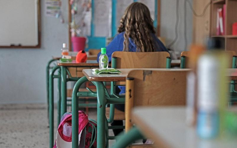 ΕΟΔΥ: Νέες οδηγίες για τον κορωνοϊό στα Δημοτικά – Τέλος στο αλαλούμ με όσους μαθητές αρρωσταίνουν λόγω ίωσης