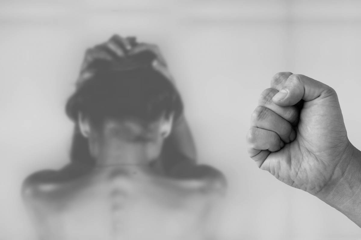 Σχεδόν τετραπλάσιες οι κλήσεις για περιστατικά ενδοοικογενειακής βίας στην καραντίνα!