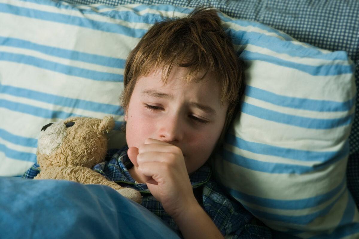 Παιδίατρος: Φέτος δεν έχουμε στα παιδιά νοσηρότητα από λοιμώξεις του αναπνευστικού – Τι να κάνετε αν βήχει το παιδί σας