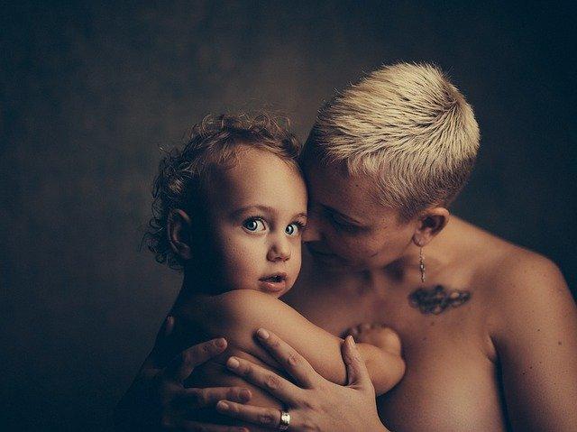 """""""Το να μεγαλώνουν τα παιδιά δεν είναι δύσκολο για τα ίδια, αλλά για τις μαμάδες τους"""""""