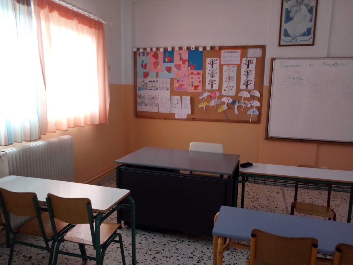 Η καθαρίστρια έβαψε μόνη της εθελοντικά το σχολείο για να το βρουν φωτεινό οι μαθητές όταν επιστρέψουν στις τάξεις