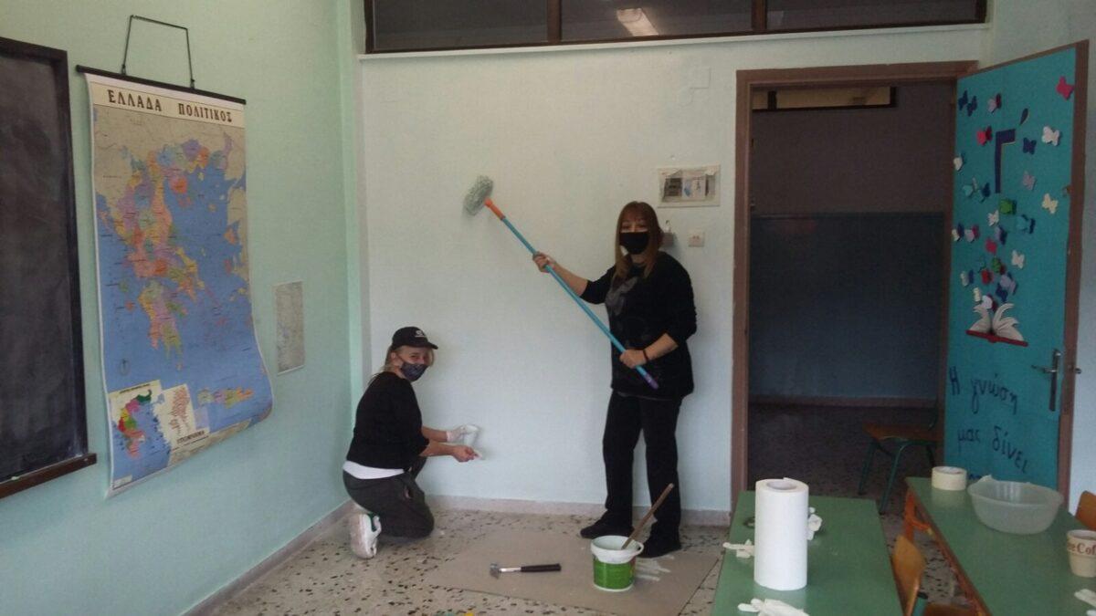 4ο Δημ. Σχ. Καρπενησίου: Οι καθαρίστριες μαζί με τον δάσκαλο το έβαψαν για να κάνουν έκπληξη στους μαθητές