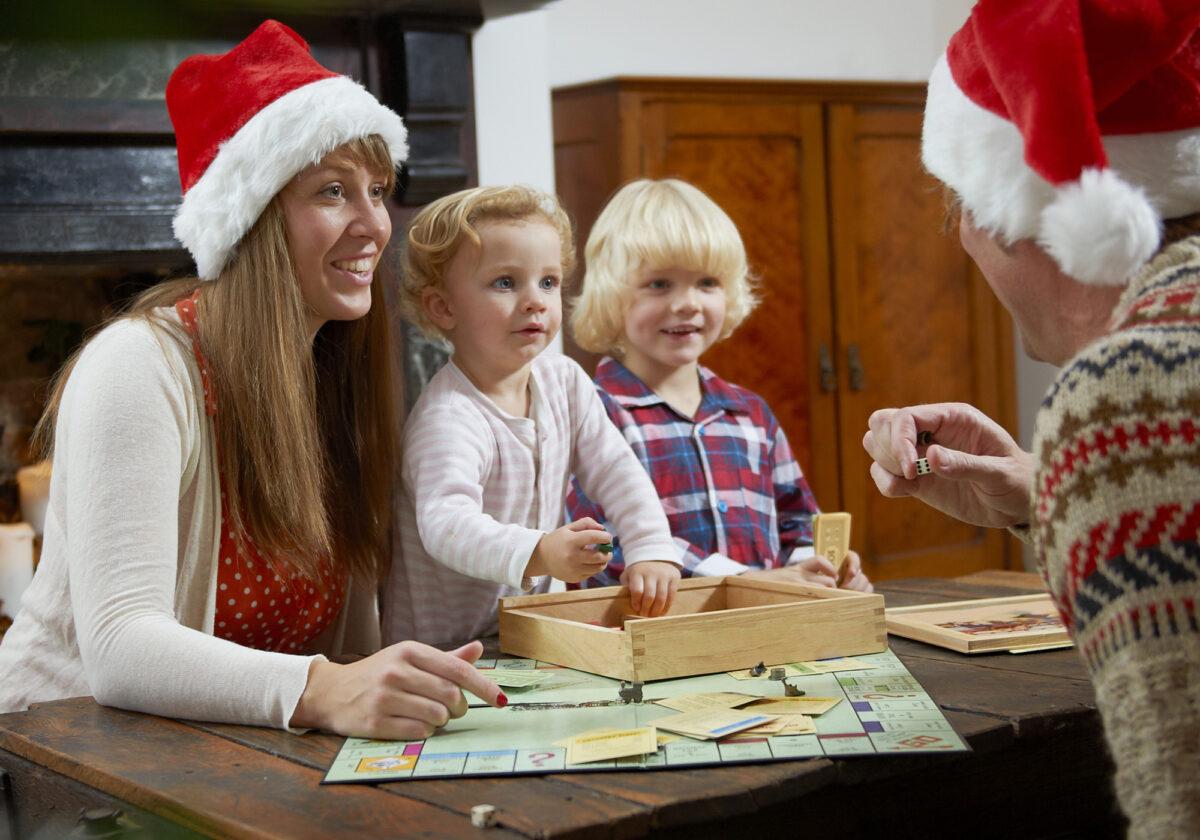 2 δωρεάν χριστουγεννιάτικα επιτραπέζια παιχνίδια για να παίξετε και να διασκεδάσετε οικογενειακώς