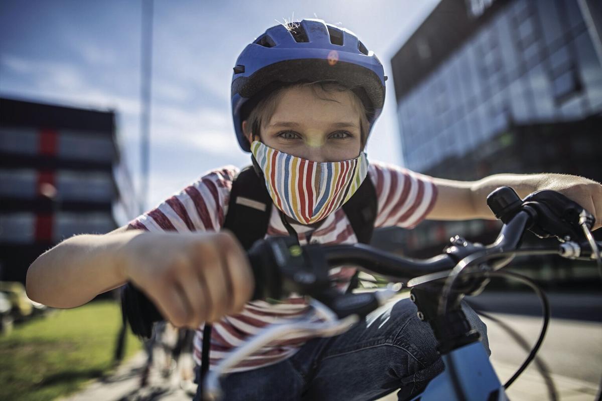 Η παιδίατρος προειδοποιεί: Τα παιδιά ΠΡΕΠΕΙ καθημερινά να βγαίνουν βόλτα εν μέσω lockdown