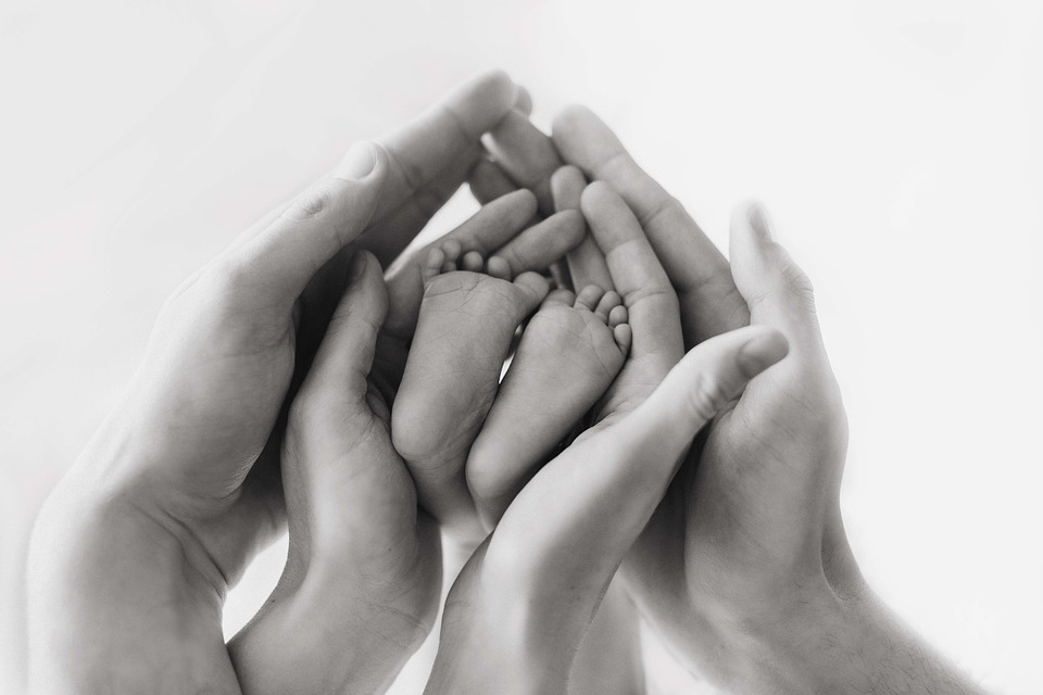 """Νοσ. """"Αττικόν"""": Γέννηση υγιούς μωρού από μητέρα με σοβαρή αναπνευστική ανεπάρκεια λόγω λοίμωξης Covid-19"""
