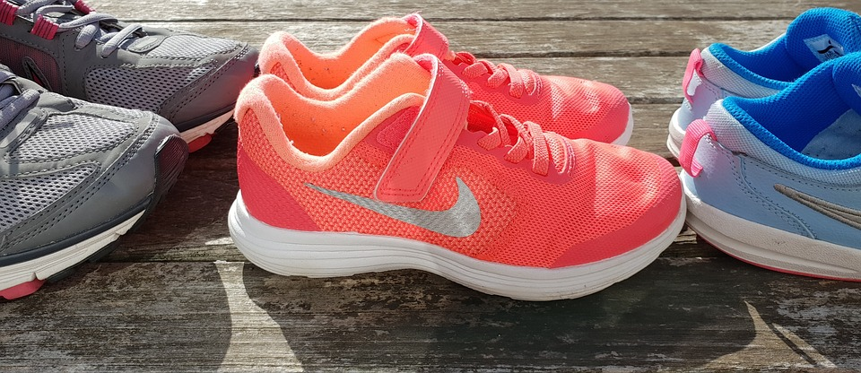 Έκκληση για παιδικά αθλητικά παπούτσια και κάλτσες – Πώς μπορούμε να βοηθήσουμε