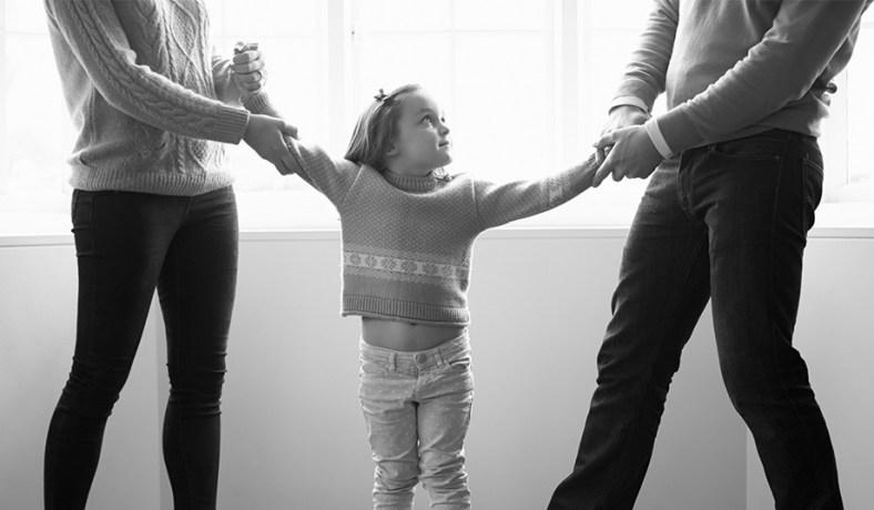 Νομοσχέδιο για τη συνεπιμέλεια –  Οι 6 λόγοι που μπορεί να αφαιρεθεί η γονική μέριμνα