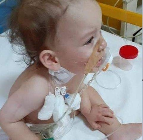 Έκκληση για βοήθεια: Ο ενός έτους Κωνσταντίνος έχει όγκο στο δεξί νεφρό και μας χρειάζεται