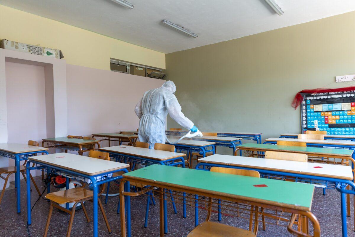 Πυρετώδεις οι προετοιμασίες σε Γυμνάσια και Λύκεια για την επιστροφή των μαθητών στα θρανία από την 1η Φεβρουαρίου