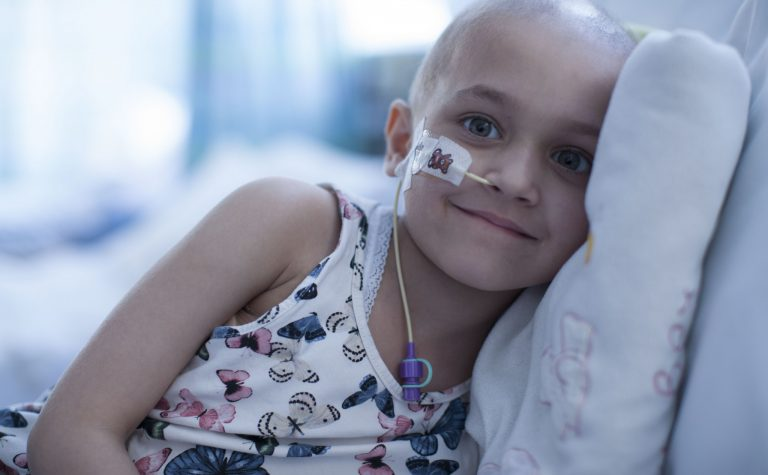 «Δύναμη των παιδιών είναι οι γονείς, οι γιατροί και ο Θεός»: Μπαμπάς εξομολογείται για τη μάχη της κόρης του με τον καρκίνο