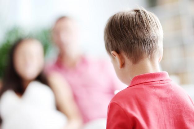 Θέλετε να πειθαρχήσετε το παιδί σας; Αντικαταστήστε τις τιμωρίες με λογικές συνέπειες