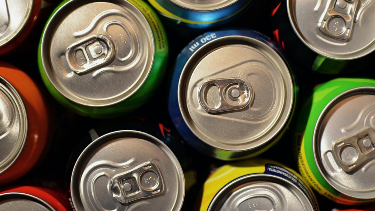Ανακαλούνται γνωστά ενεργειακά ποτά που καταναλώνουν έφηβοι και παιδιά