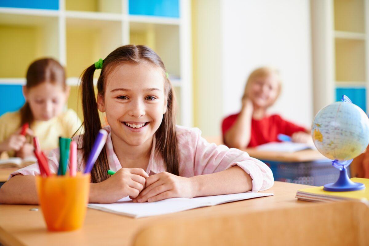 Γνωστό ιδιωτικό σχολείο χαρίζει παλιά, μεταχειρισμένα θρανία για παιδιά Δημοτικού