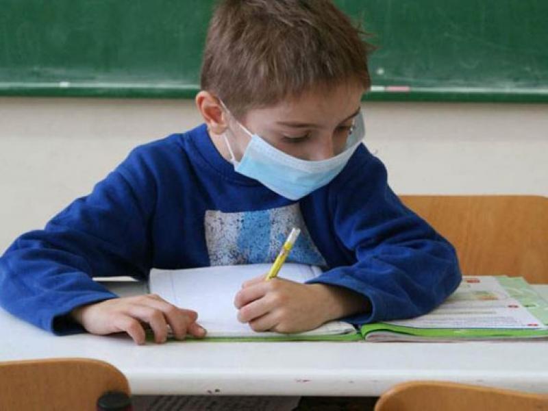 ΔΟΕ: «Ο συνωστισμός στις τάξεις με κλειστά παράθυρα θα κρίνει τη μάχη με τον κορωνοϊό – Rapid test και στους μαθητές»