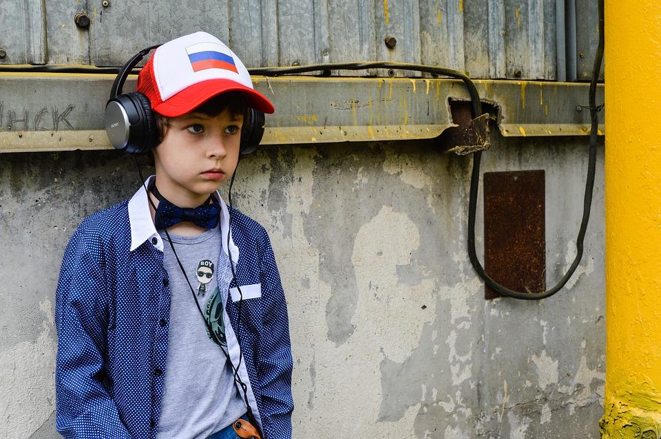 Poemcast: Παιδιά, φορέστε τα ακουστικά σας και ακούστε εφήβους να απαγγέλουν ελληνικά ποιήματα