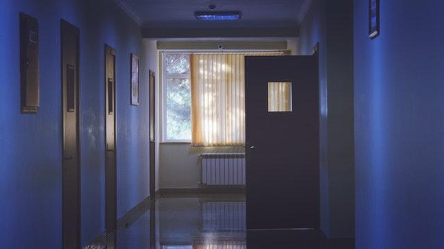 Τι σημαίνει να νοσηλεύεται το 8χρονο παιδί σου σε ψυχιατρική κλινική