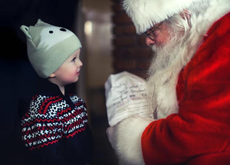 Πέθανε ο Άγιος Βασίλης της Λαμίας τη στιγμή που μοίραζε δώρα